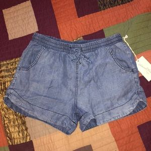 Flowy jean shorts with elastic waist band